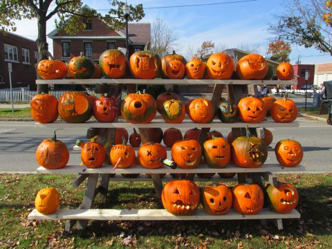 Rack_of_pumpkins_Keene_NH